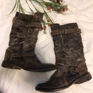 Steve Madden Buck boots in distressed brown